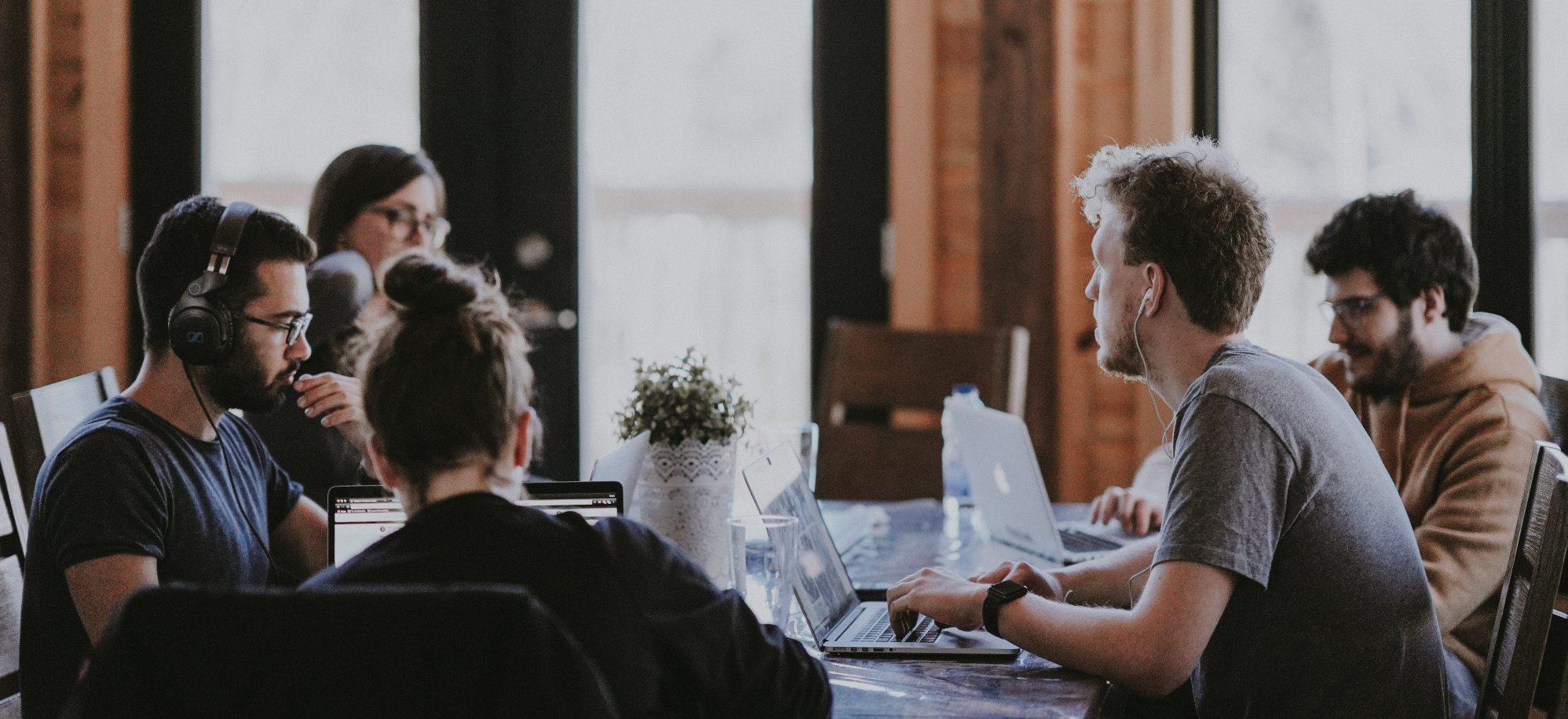 hybride werken met je team op kantoor